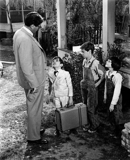Luật sư Atticus Finch và ba đứa trẻ Scout, Jem, Dill.