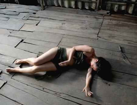 canh dong bat tan anh 3 Cánh Đồng Bất Tận   Bức tranh buồn sâu sắc của người Việt