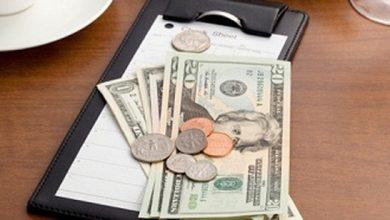 Photo of Lời nhắn gửi của vị khách lạ với 100 đô la tiền boa: Cuộc đời này rất ngắn ngủi!