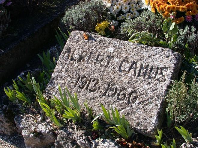 Mộ của Albert Camus tại nghĩa trang Lourmarin, Pháp.