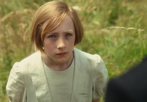 """Saoirse Ronan hóa thân xuất sắc vào vai Briony năm 13 tuổi và được đề cử Oscar cho """"Nữ diễn viên phụ xuất sắc""""."""