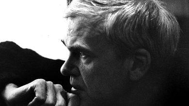 Photo of Milan Kundera: Đời nhẹ khôn kham giữa lễ hội của vô nghĩa