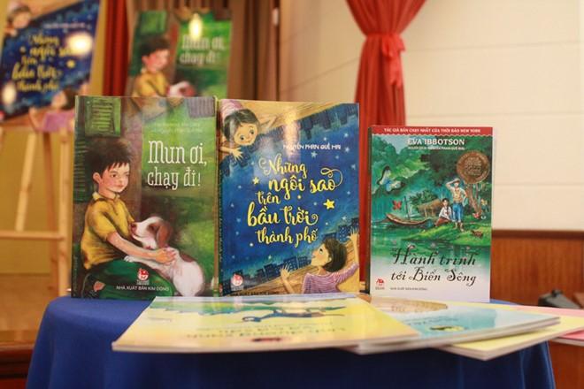 Ba tác phẩm sáng tác và dịch cho thiếu nhi của Nguyễn Phan Quế Mai. Ảnh: Việt Hà.