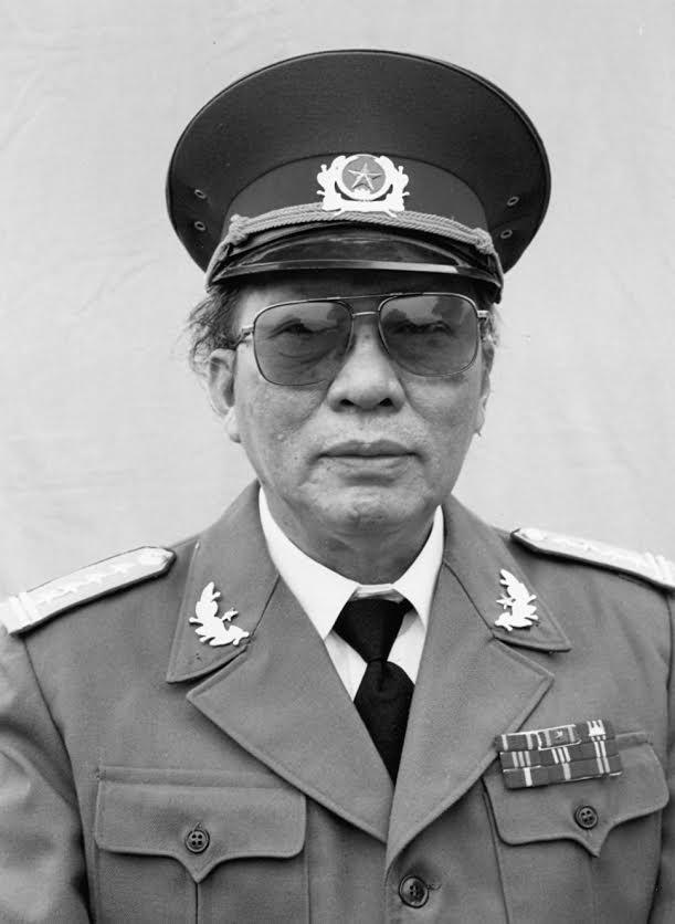 nha van xuan thieu Xuân Thiều   Nhà văn mặc áo lính