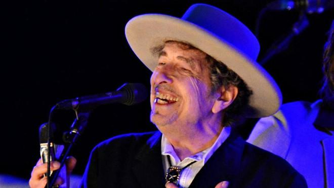 nhac si bob dylan 2 Nobel cho Bob Dylan: Tranh luận từ quốc tế tới Việt Nam