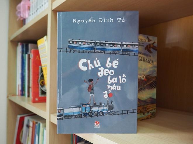 Chú bé đeo ba lô màu đỏ - tiểu thuyết của Nguyễn Đình Tú được nhiều bạn đọc nhỏ tuổi đón nhận.