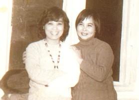 PGS.TS Nguyễn Thị Minh Thái (trái) và nhà thơ Xuân Quỳnh. Ảnh: tư liệu của người viết