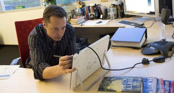 Lấy Elon Musk là ví dụ, vừa thông minh hơn người nhưng làm việc cũng kinh khủng hơn người.