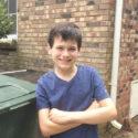 """cau be 11 tuoi 125x125 - Với triết lý: """"Tôi thích lao động chăm chỉ và kiếm thật nhiều tiền"""", cậu bé 11 tuổi đã làm giàu nhờ ý tưởng đổ rác hộ"""