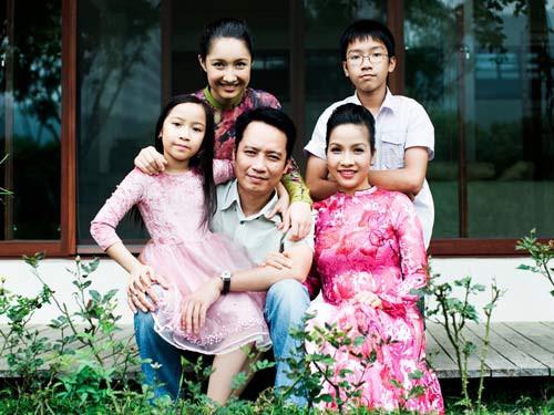 Gia đình Mỹ Linh - Anh Quân luôn tương hỗ nhau trong phát triển sự nghiệp.