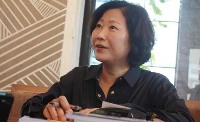 nha van hwang sun mi 1 Tác phẩm văn học giá trị phải vượt qua tính giáo huấn