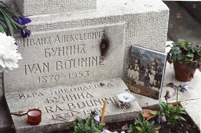 Mộ của Ivan Bunin ở nghĩa trang Sainte-Geneviève-des-Bois, Paris (Pháp). Ảnh: alamystock.