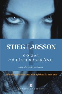 The Girl With The Dragon Tattoo (Cô gái với hình xăm rồng) - (Stieg Larsson - 2005): Cuộc sống của nhà báo điều tra danh tiếng Mikael Blomkvist đang rơi vào bế tắc cho đến khi vị CEO đã nghỉ hưu người Thụy Điển ngỏ lời giúp đỡ anh, với một điều kiện Mikael Blomkvist phải giải mã bí ẩn vụ mất tích của cháu gái ông ta với sự trợ giúp đắc lực từ thiên tài công nghệ Lisbeth Salander – cô gái với hình xăm rồng.