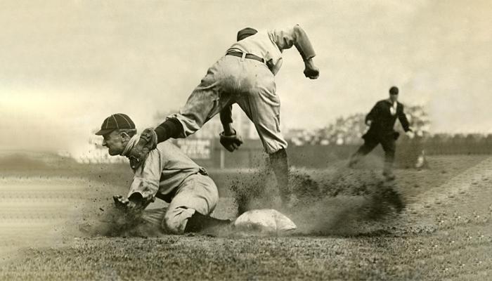 Cobb – Vận động viên bóng chày giỏi nhất trong lịch sử (trái)