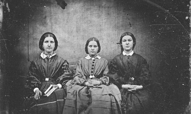 Vì hoàn cảnh xã hội mà ba chị em nhà Bronte không thể xuất bản sách dưới tên thật