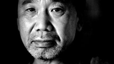 tac gia murakami 1 370x208 - Murakami: Hãy học cách sống chung với cái bóng của mình