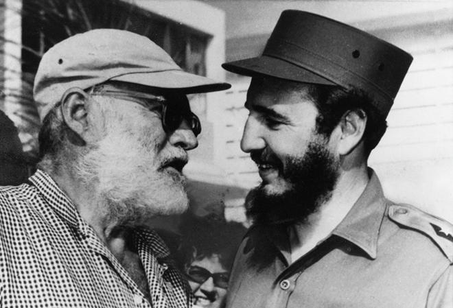 Hemingway và Fidel. Ảnh: tư liệu.