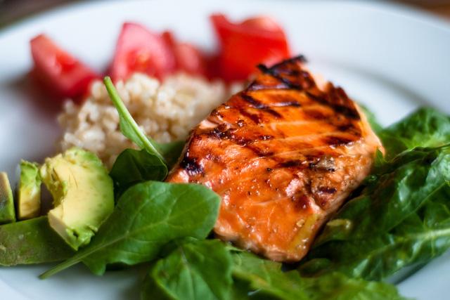 nen an ca 1 Mọi chuyên gia dinh dưỡng đều khuyên bạn ăn cá, tại sao vậy?