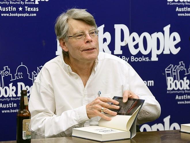 Bản thân Stephen King cũng là một nhà văn rất sung sức. Ảnh: People.