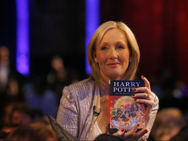J.K.Rowling đã trở thành tỷ phú nhờ bộ truyện Harry Potter