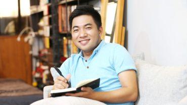 tac gia nguyen ngoc thach 370x208 - Nguyễn Ngọc Thạch nói về 'thói quen cô đơn'