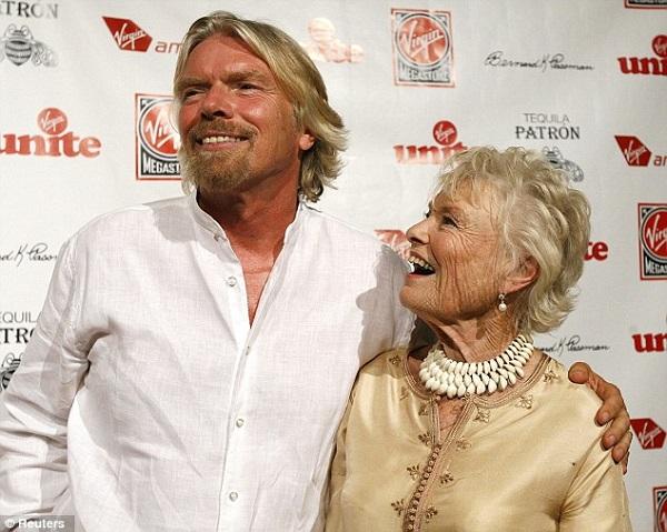 """""""…mẹ tôi đã luôn giữ cho tôi đứng vững trên mặt đất, theo cả nghĩa đen…"""" – Richard Branson."""