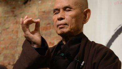 """Photo of """"Tập trung tâm trí vào hành động, hạnh phúc có thể đến trong lúc bạn uống trà"""" – Thiền sư Thích Nhất Hạnh"""