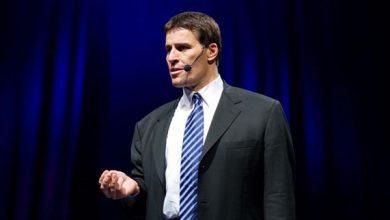 Photo of Tony Robbins: Kỹ năng chính cần phải học là nói chuyện