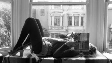"""Photo of Khi là """"mọt sách"""", bạn chắc chắn sở hữu những tính cách khó đỡ này"""