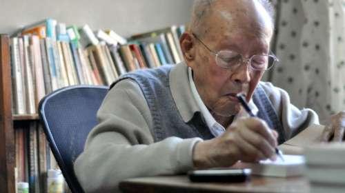 cu chu huu quang 2 Cụ ông 111 tuổi chia sẻ 5 bí quyết sống thọ