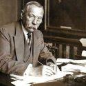 nha van conan doyle 125x125 - 10 điều chưa biết về tác giả Sherlock Holmes