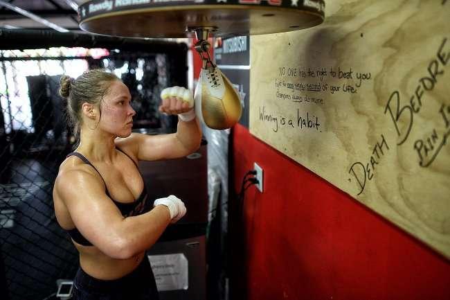 bai hoc tu ronda 2 4 bài học cuộc sống rút ra từ thành công của nữ võ sĩ Ronda Rousey