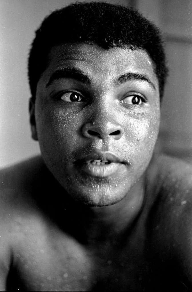 nhan vat muhammad ali 4 672x1024 11 câu nói truyền cảm hứng của tay đấm huyền thoại Muhammad Ali
