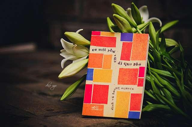 sach co mot pho vua di qua pho Cuộc sống tẻ nhạt : Đọc 7 cuốn sách sau để có một cuộc đời thú vị