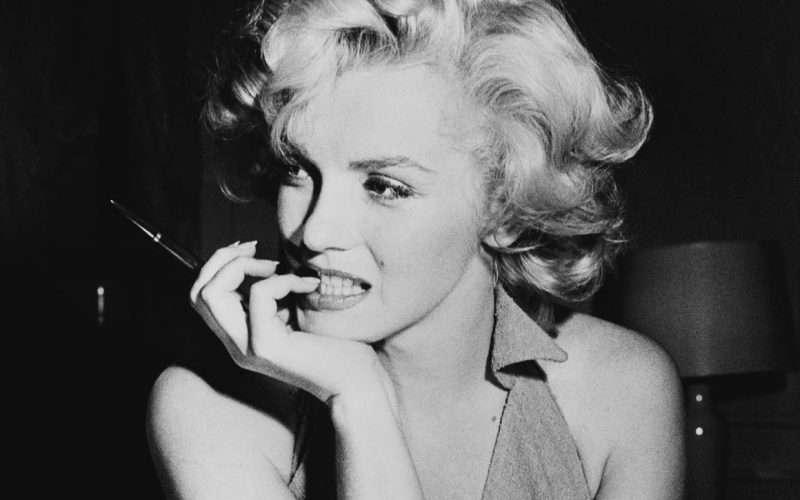 nhan vat monroe Marilyn Monroe: Kho tàng trải nghiệm từ cuộc đời đau thương