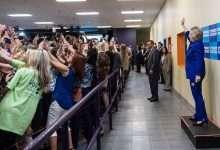 """Photo of Bức ảnh lạ lùng về bà Hillary cho thấy """"thảm họa của nhân loại"""""""