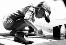 Photo of Câu chuyện có thật về cậu bé đánh giày lương thiện trở thành diễn viên nổi tiếng