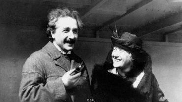 nhan vat einstein 370x208 - Học được gì từ những thói quen kỳ lạ của Einstein?