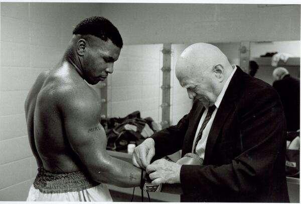nhan vat mike tyson 7 Cuộc đời của võ sĩ thép Mike Tyson