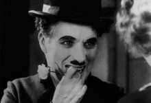 Photo of Biểu tượng của nụ cười Charles Chaplin: Khó khăn đến mấy cứ hãy mỉm cười