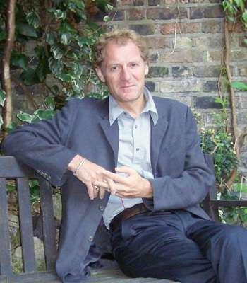 nha van andrew motion 10 nguyên tắc viết của những nhà văn nổi tiếng thế giới