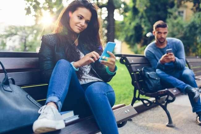 emotion jh04 5 dấu hiệu cho thấy bạn nên tạm ngưng sử dụng mạng xã hội