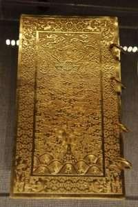 kim sach trieu nguyen 200x300 5 sách hay về 13 vị vua triều Nguyễn giúp hiểu thêm về một vương triều phong kiến