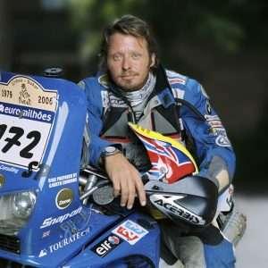 phim Race to Dakar 300x300 7 phim hay về mô tô đầy ý nghĩa